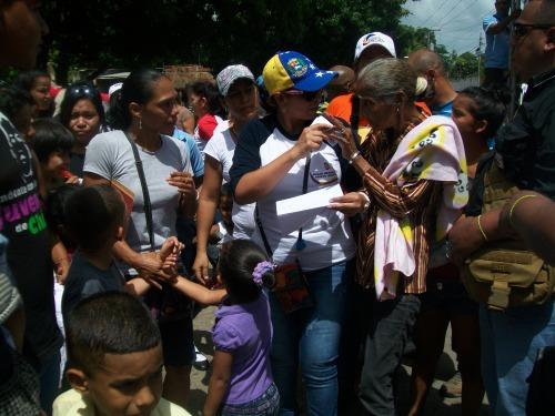 La  Alcaldesa Adyanis  Noguera, con la  comunidad