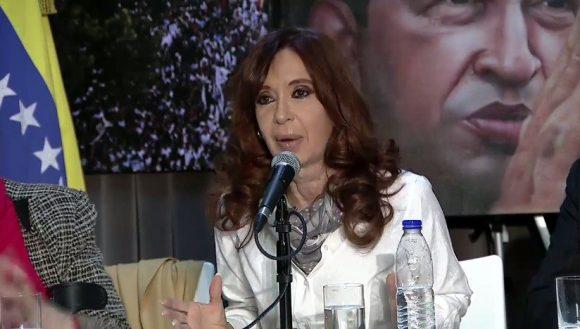 Cristina-habla-en-homenaje-a-Chávez-28-julio-2016-580x329
