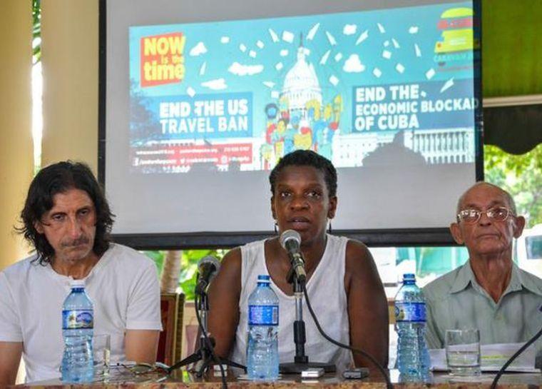 Gail Walker(C), directora ejecutiva de Pastores por la Paz, interviene en la conferencia de prensa realizada en la sede del Instituto Cubano de Amistad con los Pueblos (ICAP), como parte de las actividades de la XVII Caravana de Amistad Estados Unidos-Cuba de Pastores por la Paz, en La Habana, el 19 de julio de 2016.   ACN  FOTO/ Yaciel PEÑA DE LA PEÑA/  rrcc