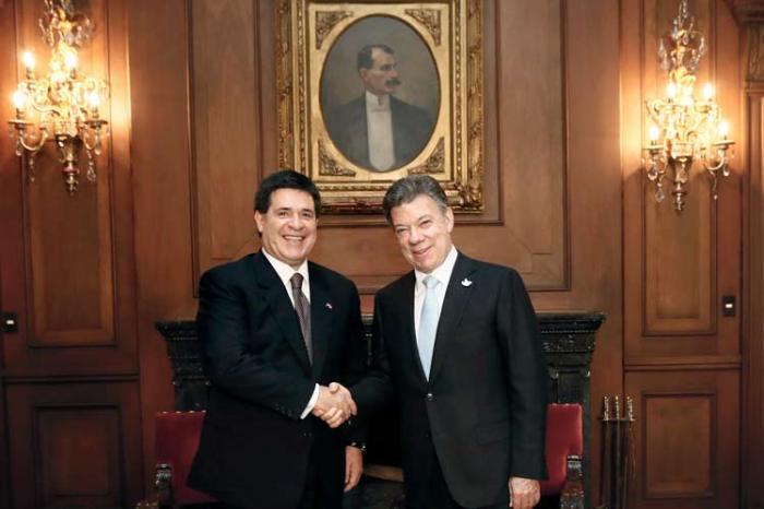 presidente-colombia-paragua