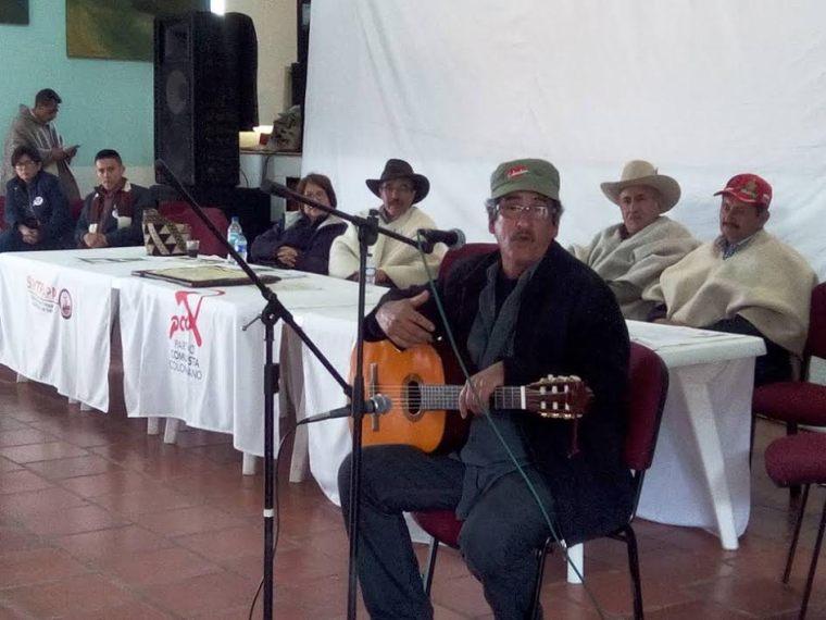 Julián Conrado con sus canciones de paz.