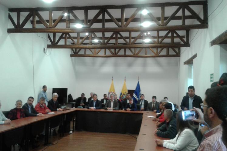 V-ciclo-de-mesa-por-la-paz-en-Colombia2