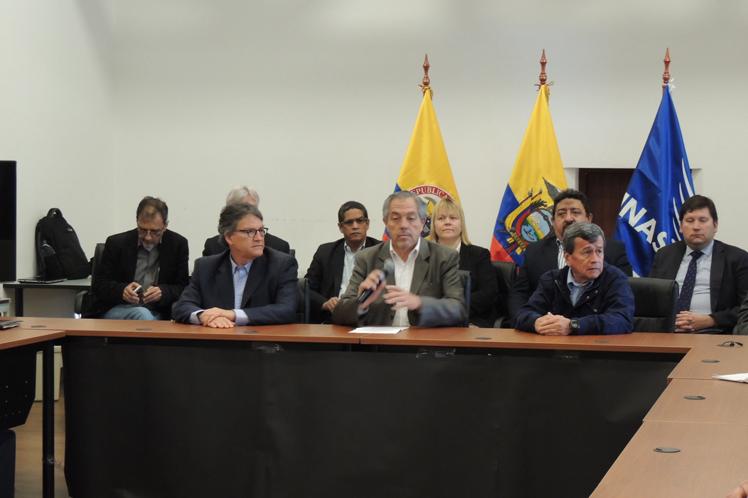 V-ciclo-de-mesa-por-la-paz-en-Colombia3